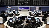 الأسهم الأوروبية تنخفض صباحا وسط معاملات ضعيفة بسبب العطلات