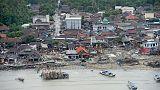الطائرات المسيرة والكلاب البوليسية تبحث عن ضحايا تسونامي إندونيسيا
