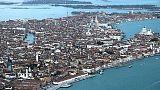 Venezia: trattore cade in acqua,un morto