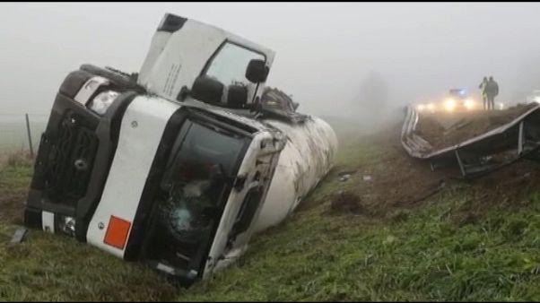 Camion fuori strada in A13,nessun ferito