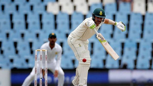 Lucky South Africa close in on win against Pakistan