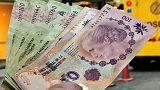 البيزو الأرجنتيني ينهي العام منخفضا أكثر من 50 بالمئة أمام الدولار