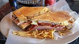 Le sandwich cubain figure fréquemment sur les menus à Miami
