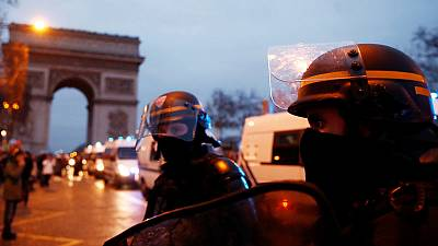 France's 'yellow vest' protests rumble on in quieter mood