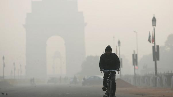 As temperatures fall, air quality worsens in Indian capital