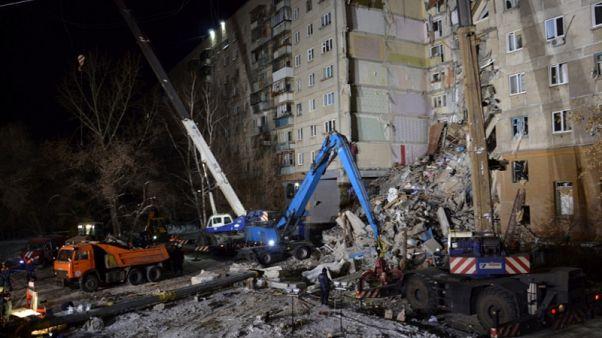 ارتفاع عدد ضحايا انهيار عقار سكني في روسيا إلى 28 قتيلا