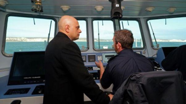 Manche: le ministre britannique de l'Intérieur critique les demandeurs d'asile