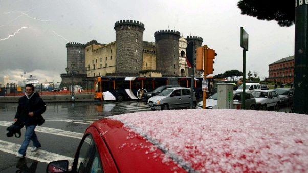 Fiocchi neve su scavi Pompei e a Napoli