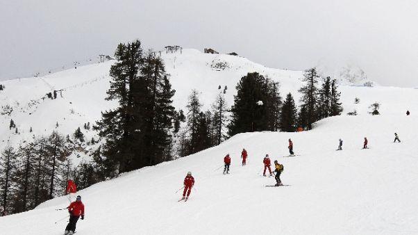 Scontro in allenamento sci, grave bimba