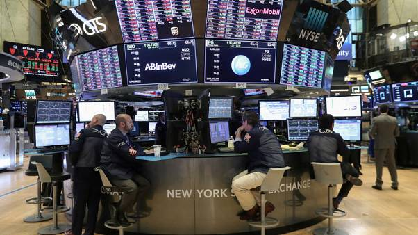 وول ستريت تهبط أكثر من 2% بفعل مخاوف من تباطؤ اقتصادي عالمي