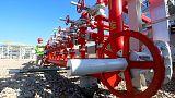النفط يرتفع بفعل أنباء عن مباحثات تجارية بين الصين وأمريكا