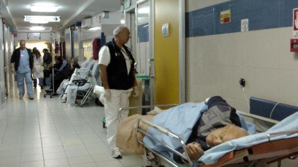 Cade da letto ospedale e muore, autopsia