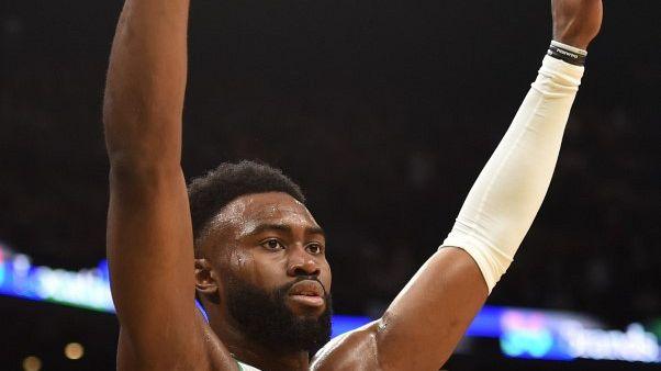 سيلتيكس يهزم مافريكس وخسارة ليكرز بدوري السلة الأمريكي