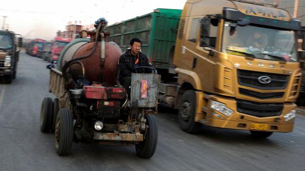 الصين تفرض قيودا على شاحنات الديزل وتحسن معايير الوقود