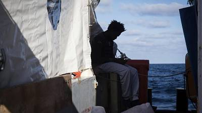 Papa, appello per i 49 migranti in mare