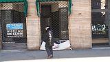Caso Trieste, cittadini lasciano coperte