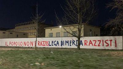 Scritte con insulti in sede Lega Milano