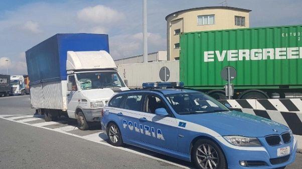 Clandestini in container porto Genova