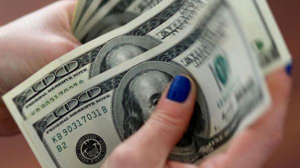 الدولار يهبط بعد نشر محضر اجتماع المركزي الأمريكي ووسط تفاؤل تجاري