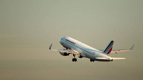 Protests hit Air France KLM, overshadowing Dutch traffic rise
