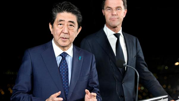 Japan's Abe, Dutch PM Rutte working to avoid no-deal Brexit