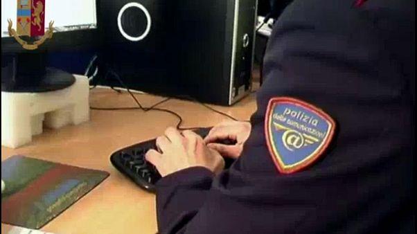 Videogiochi per adescare bimbi,arrestato
