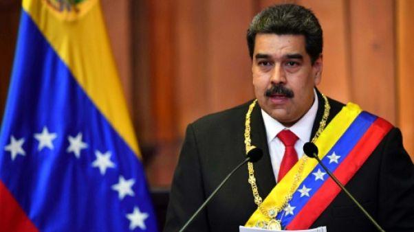 Maduro investi pour un deuxième mandat dans un Venezuela toujours plus isolé