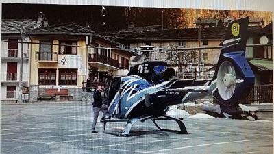 Atterra con elicottero in paese,denuncia