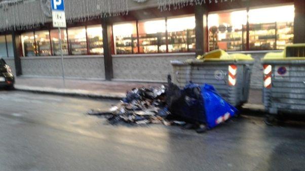 Rifiuti:20 cassonetti incendiati a Bari