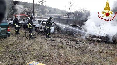 Incendio in deposito auto,10 danneggiate