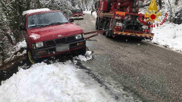 Neve nelle Marche, black out e incidenti