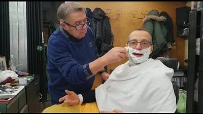 Sindaco Pesaro da barbieri-parrucchieri