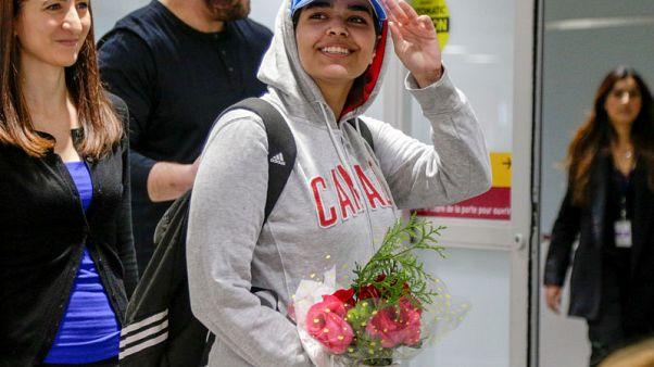 """الفتاة السعودية الهاربة تصل تورونتو وتحظى بترحيب باعتبارها """"كندية شجاعة"""""""