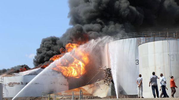 مصادر: امتداد حريق مصفاة النفط بعدن إلى صهريج ثان
