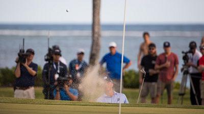 Golf, Sony Open, Kuchar resiste in vetta