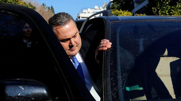 رئيس وزراء اليونان يدعو إلى تصويت على الثقة بعد انسحاب حليف بالائتلاف