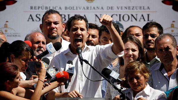 """جوايدو زعيم المعارضة الفنزويلية يقول إنه """"غير خائف"""" بعد احتجازه"""