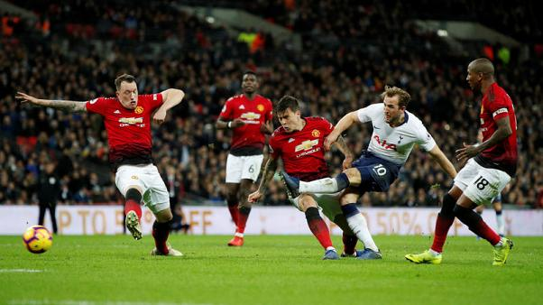Kane scare for Spurs after injury in Man United defeat