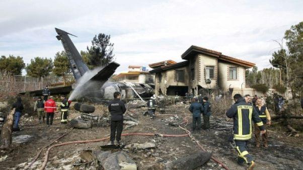 Iran: un avion cargo s'écrase avec au moins dix personnes à bord