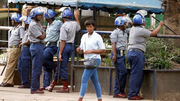 زيمبابوي تنشر الشرطة في العاصمة لمواجهة احتجاجات الوقود