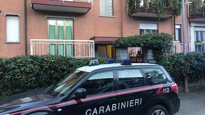 Strangola figlio, poi chiama carabinieri