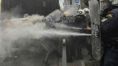 Grèce : heurts à Athènes entre policiers et étudiants