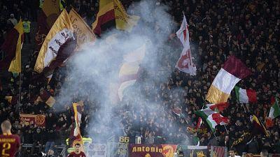 Calcio: da curva Roma cori contro Napoli