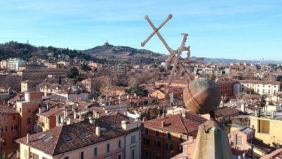 Si inclina croce su campanile Bologna