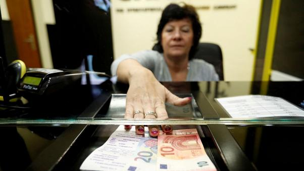After 'kitchen sink' years, Hungary inches towards normalising monetary policy