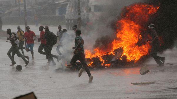 الشرطة: مقتل 3 في احتجاجات على ارتفاع أسعار الوقود في زيمبابوي