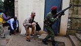 """شرطة كينيا: مسلحون ربما ما زالوا داخل مجمع تعرض لما يشتبه بأنه """"هجوم إرهابي"""""""