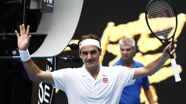Federer fends off British qualifier Evans to reach third round