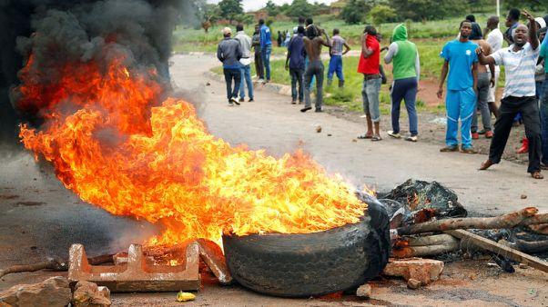 أطباء في زيمبابوي يعالجون العشرات من إصابات بالرصاص والشرطة تعتقل المئات