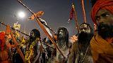 نساك غامضون عراة هم أبرز ملامح مهرجان هندوسي كبير بالهند